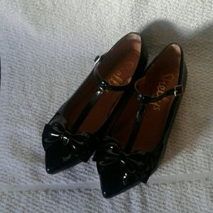 Shelly's London T-strap Bow Flats